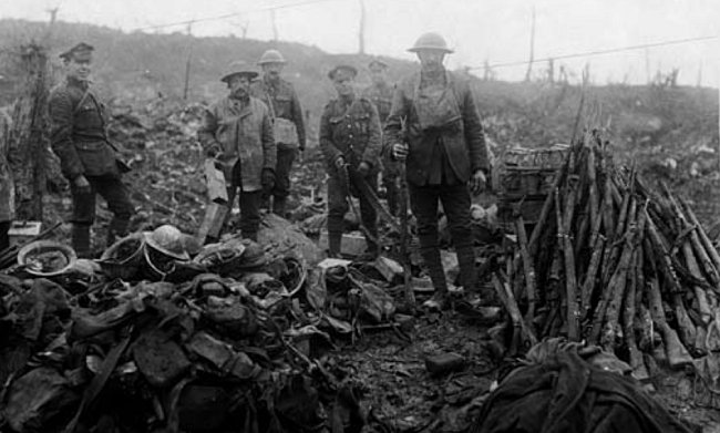 events-WW1-Salvage-of-the-battlefield-near-Bapaume
